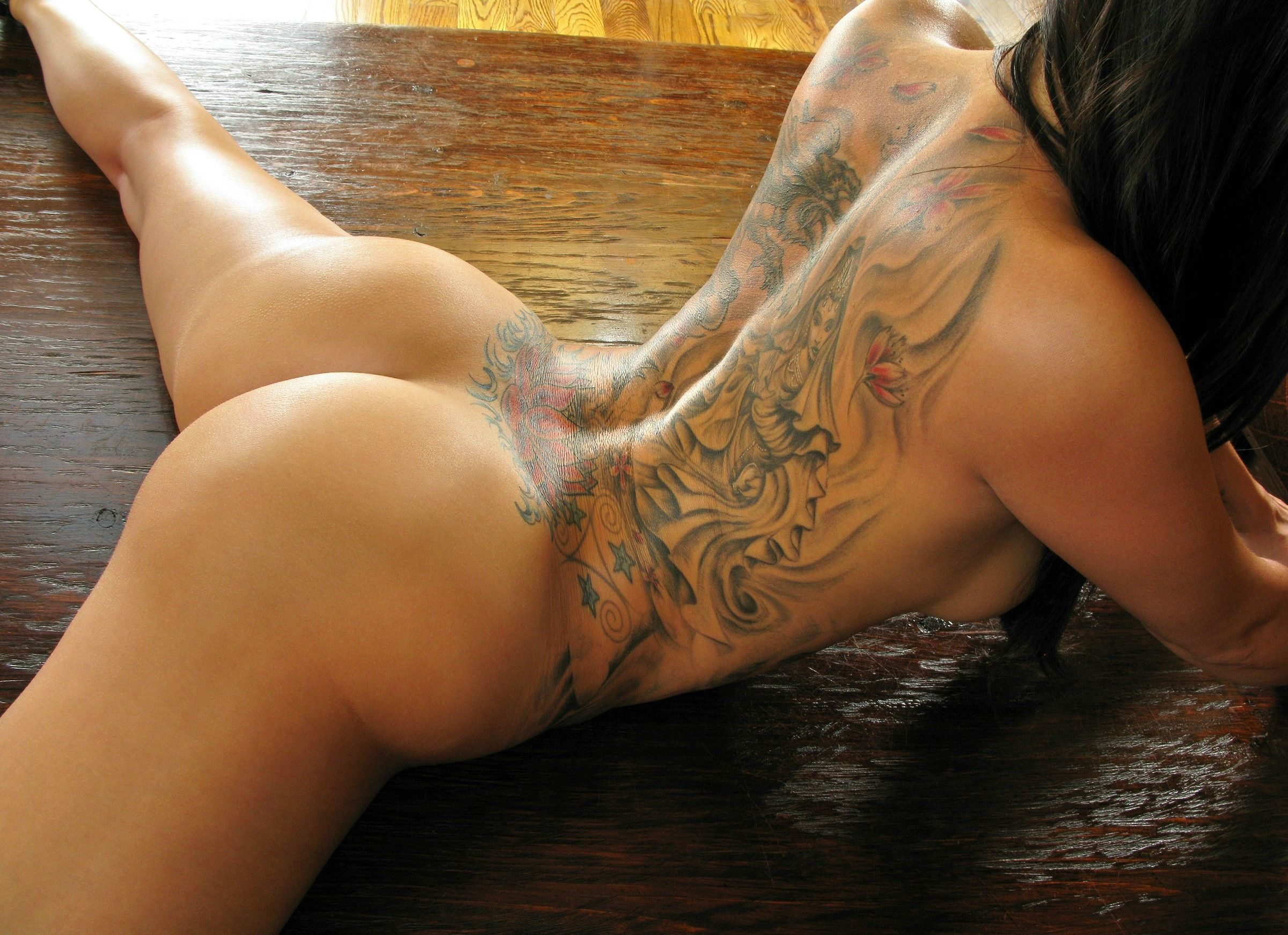 naked tattooed girl butts