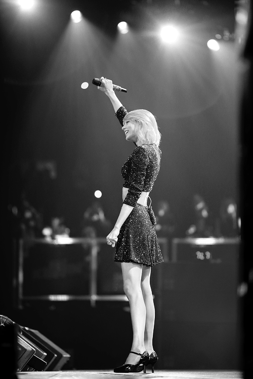 Taylor at the KIIS FM's Jingle Ball 2014