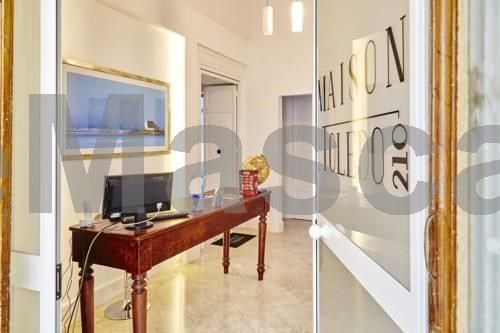 Maison Toledo 210 Napoli Maison Toledo 210 offers accommodation in Naples. Every room at this bed and breakfast is air conditioned and has a flat-screen TV. You will find a kettle in the room. All rooms are fitted with a private bathroom.