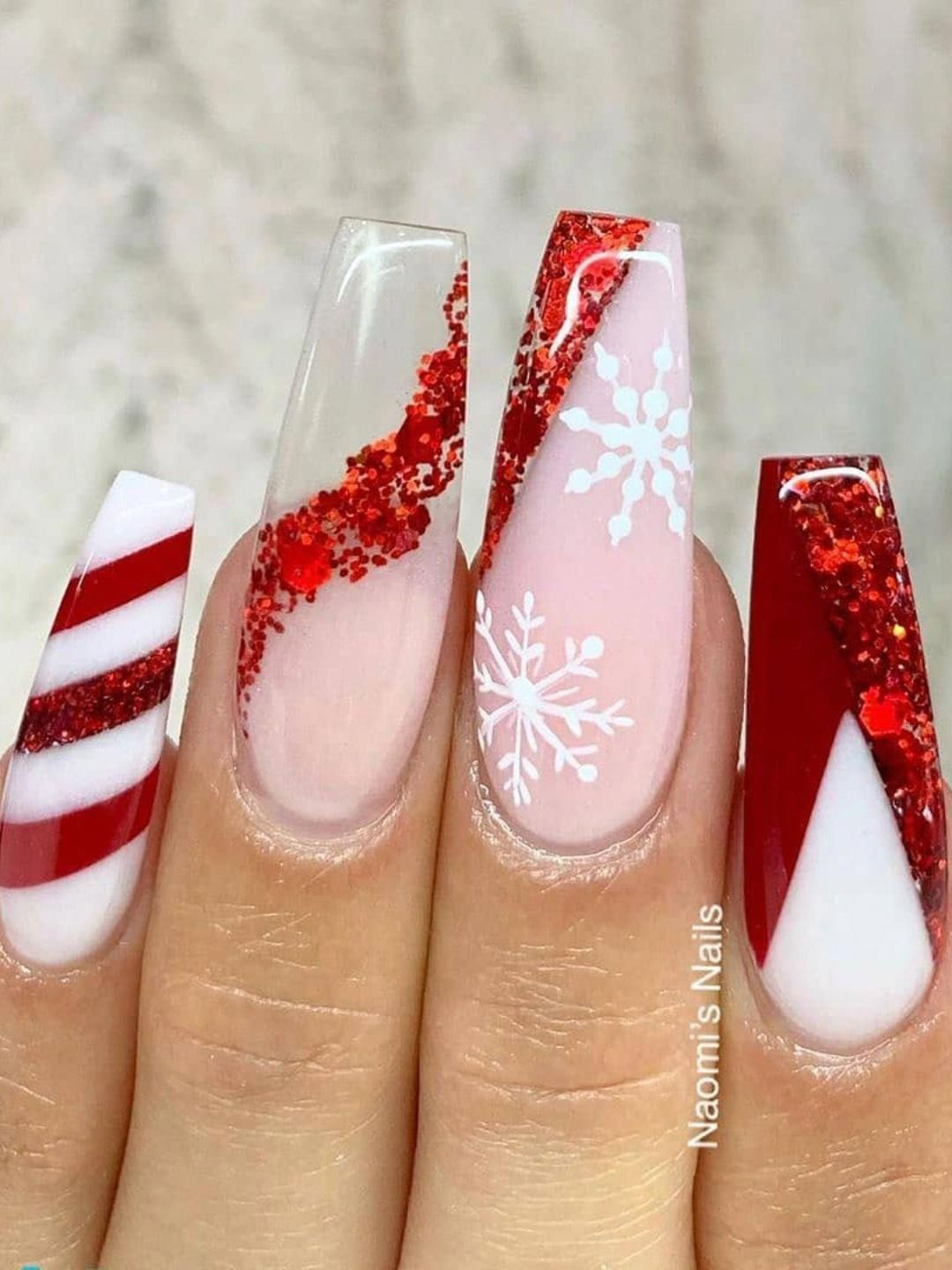 Amazing Red Christmas Acrylic Nails Coffin Shaped Design Consists Of Candy Cane Mode 2020 In 2020 Christmas Nails Acrylic Christmas Nail Designs Red Christmas Nails