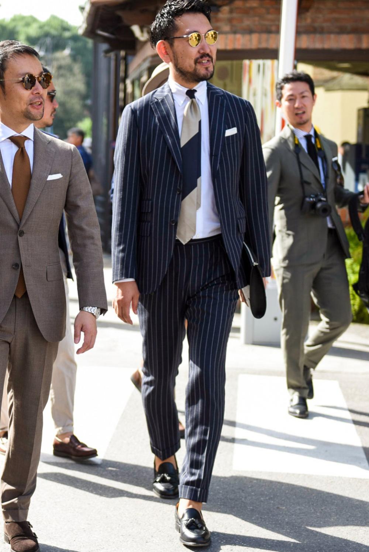 ストライプスーツ特集 柄の種類やビジネス 結婚式のメンズ着こなしで