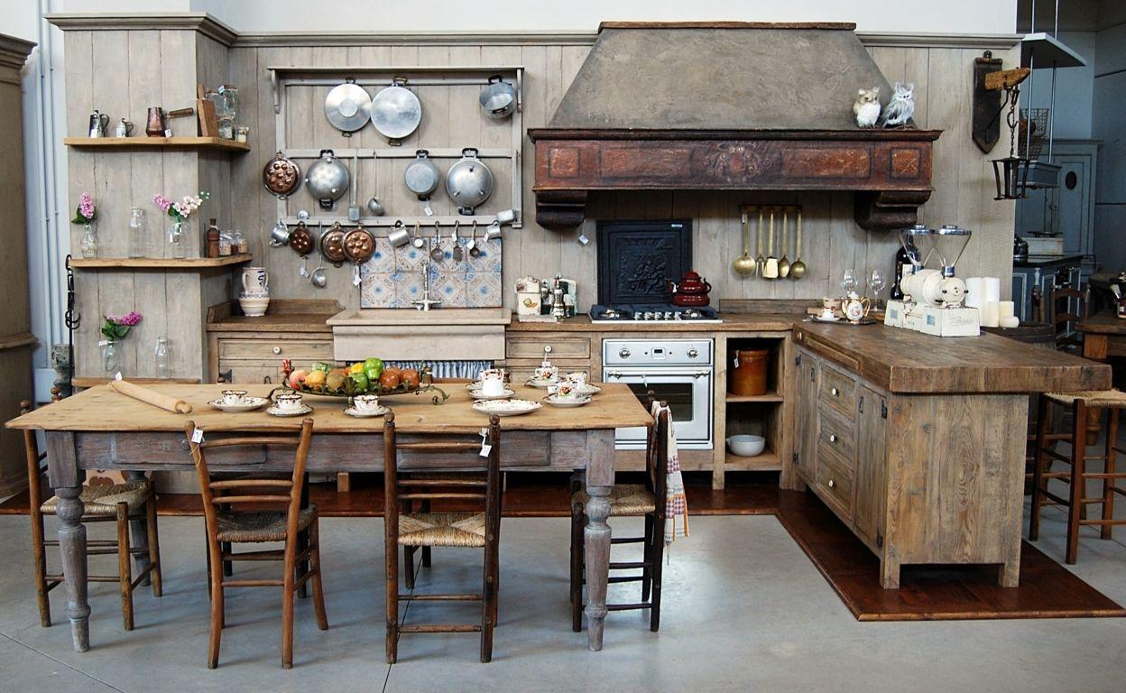 La Cucina Aurora è realizzata in legni antichi di prima ...
