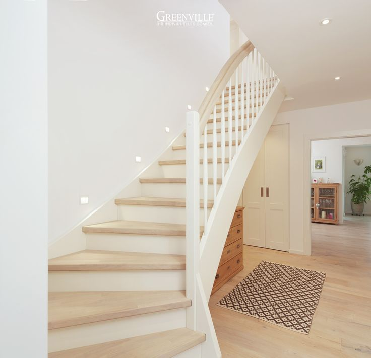 Ein eleganter und ordentlicher Flur mit ... - #ein #Eleganter #Flur #mit #ordentlicher #und - #ModefürFrauen #hallway