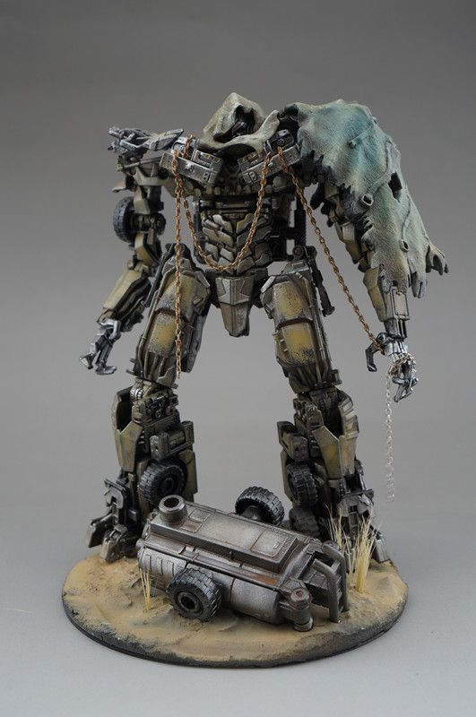 "Sci Fi Transformer : Transformers diorama ""all hail megatron all that i"
