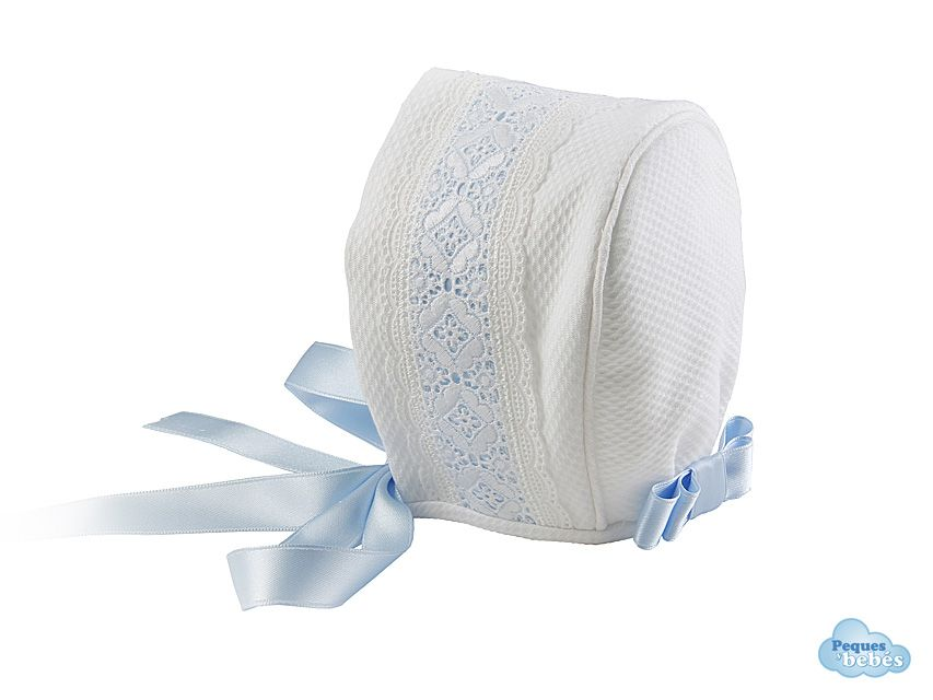 Gorro para recién nacidos y bebés confeccionado a mano en piqué de algodón  con tirabordada sobre 64e6cef166b