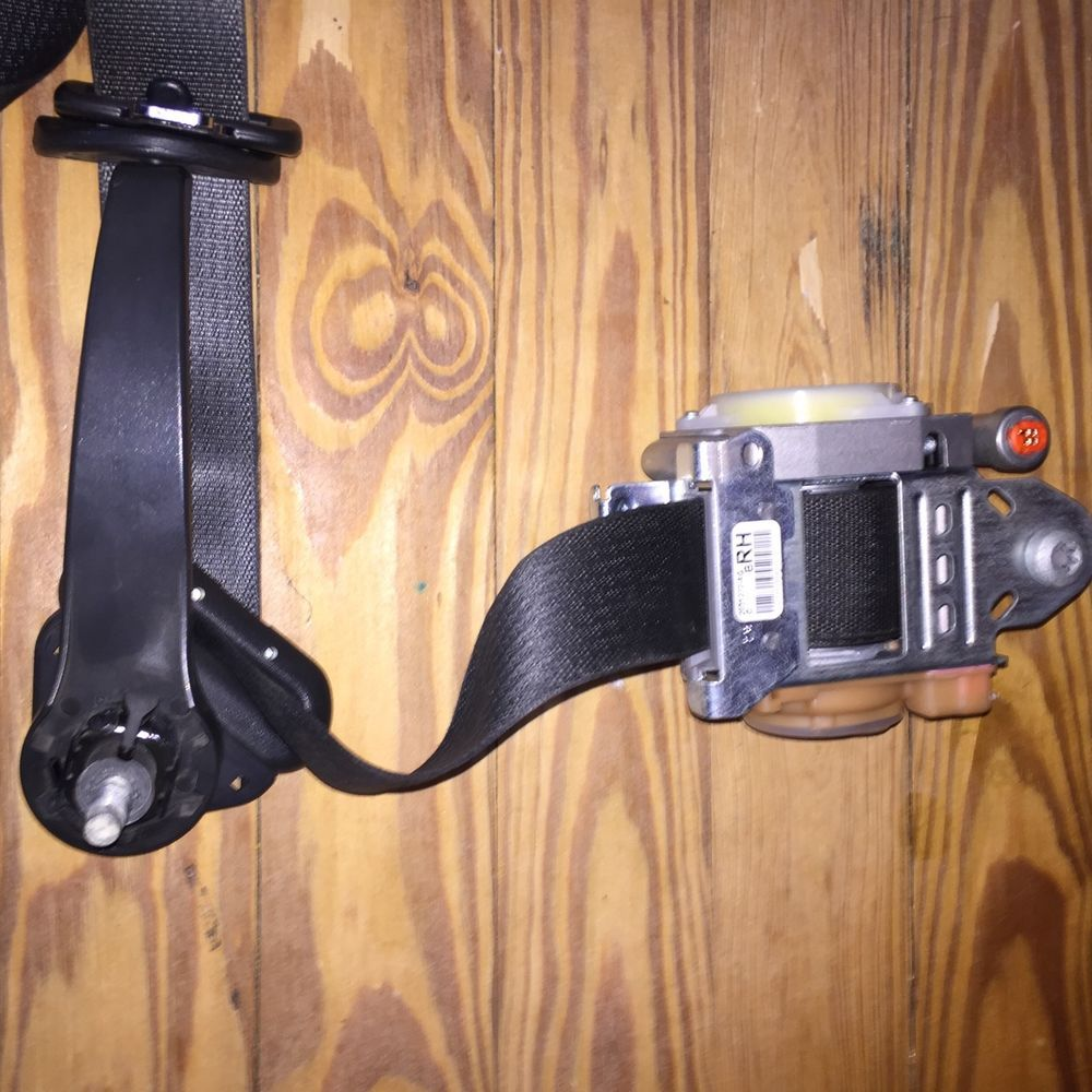 FORD MUSTANG SEAT BELT PART DR33-63611B08-ADW RH