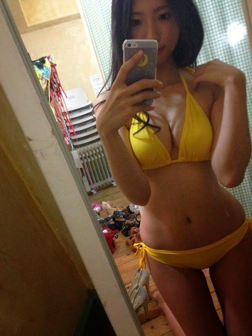 selfie mirror Asian girls
