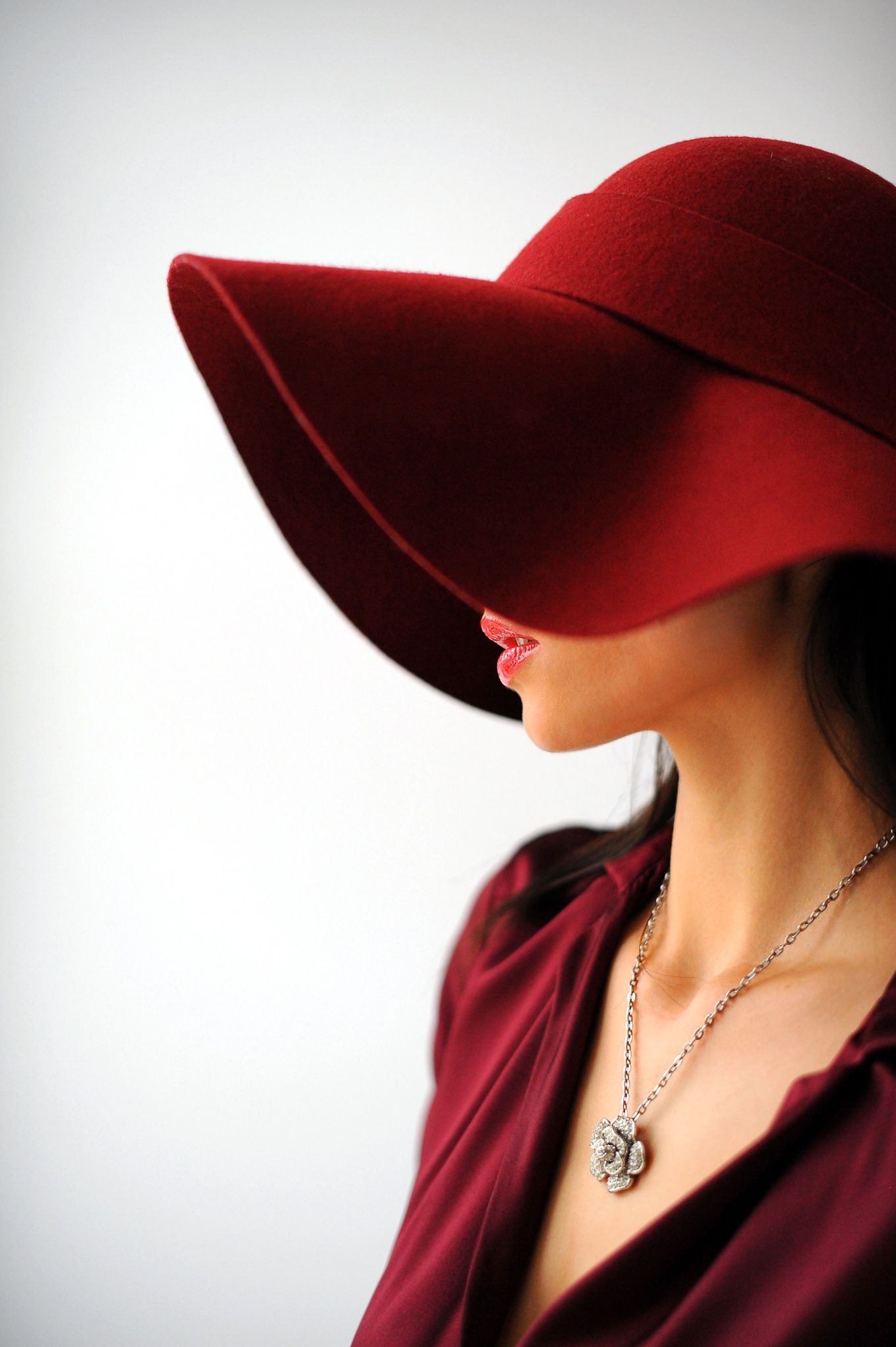 Seductive Temptation Fashion Beautiful Hats Lady In Red