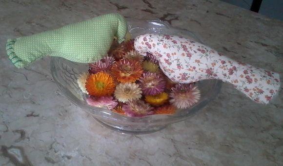 Pássaros em tecido 100% algodão,enchimento acrílico anti-alérgico.  Para quem quer utilizar em decoração de quarto,varanda ou cozinha, excelente produto feito à mão!! R$ 9,00