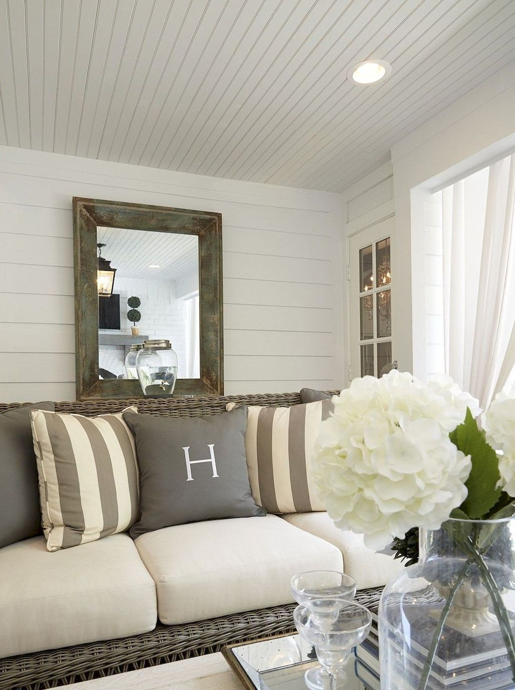 Window ideas for a sunroom   cozy modern farmhouse sunroom decor ideas  cosas de casa
