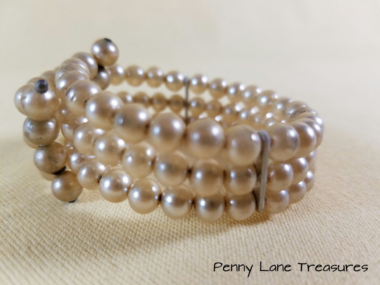 Vintage Pearl Bracelet ~ Memory Wire ~ Faux Pearl Bracelet ~ 1950's ~  Champagne ~ Multi
