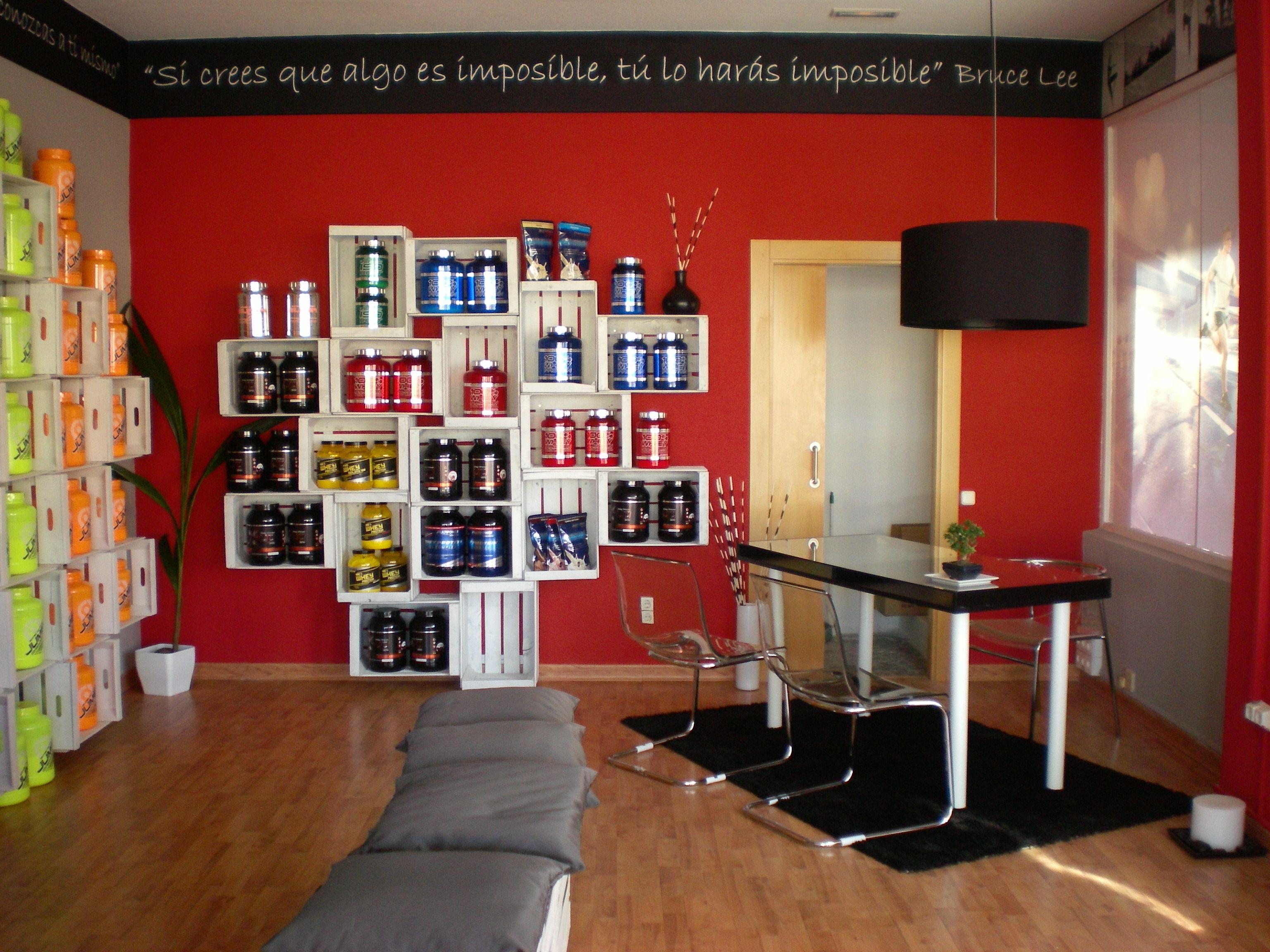 Proyecto de interiorismo tienda de suplementaci n y for Decoracion deportiva