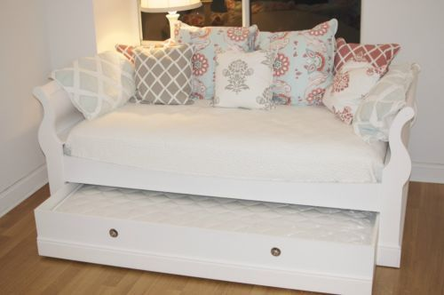 Bed Raymour And Flanigan White Charlie Daybed Raymour And