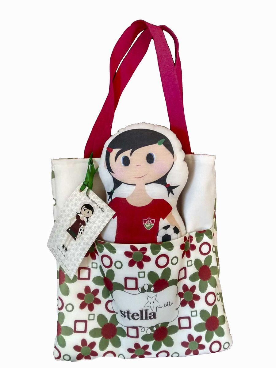 A Naninha Stella, veio para deixar os sonhos das pequenas mais alegres. <br>Confeccionada em algodão , acompanha Eco bag super fofa, forrada com tecidinho xadrez e alças em algodão e Tag para personalizar a mais nova amiga da sua filha. <br> <br>As Stellas assim como as Eco bags, podem ser adquiridas separadamente. <br> <br>Stella piu Bella é um produto criado e registrado pela Designer Paola Silva.