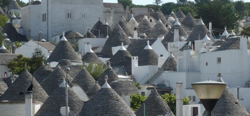 Antiche Vette Autore: Vittoria Azzarita Location: Alberobello, Puglia, Italia