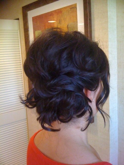 Loose Messy Bun For Short Wedding Hair Click Image To Find More Hair Beauty Pinterest Pins Short Bridal Hair Hair Styles Short Wedding Hair