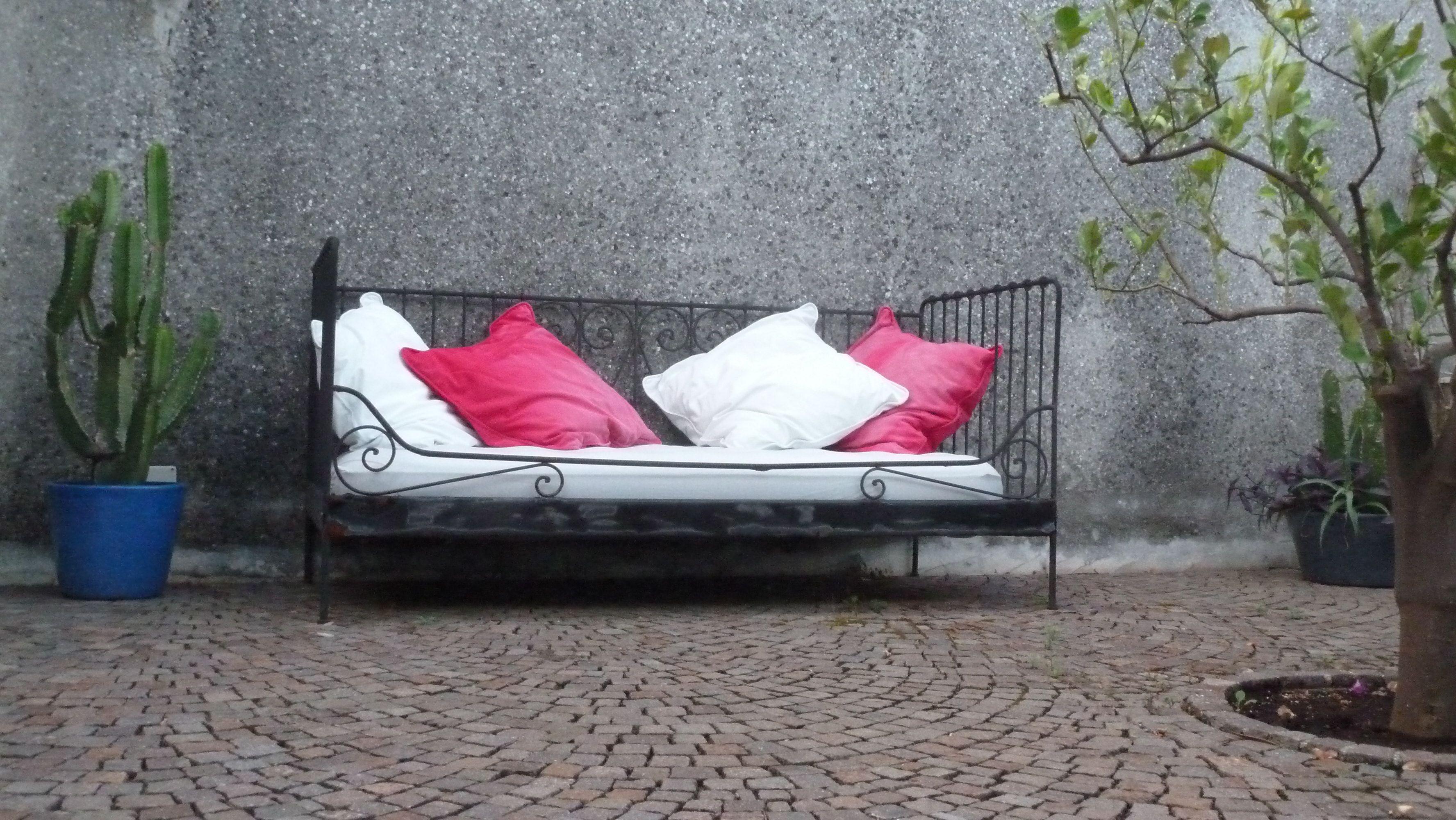 Seduta da esterno in ferro battuto il ferro battuto for Arredamento ferro battuto