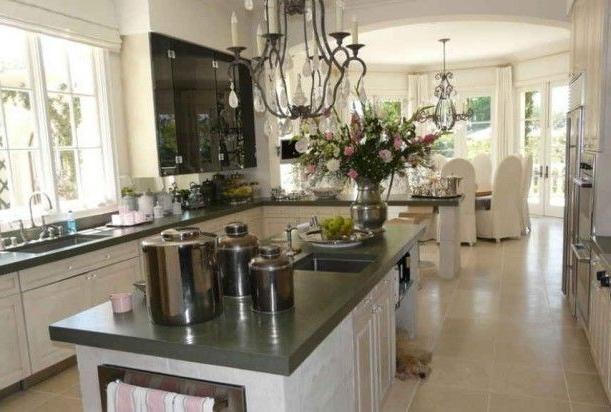 Lisa Vanderpump S House Kitchen Indoorlyfe Com Lisa Vanderpump House Home Kitchens Kitchen