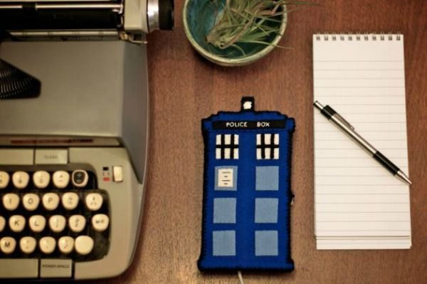 12 Doctor Who Craft Ideas #12doctor Doctor Who TARDIS Phone Charging Station #12doctor