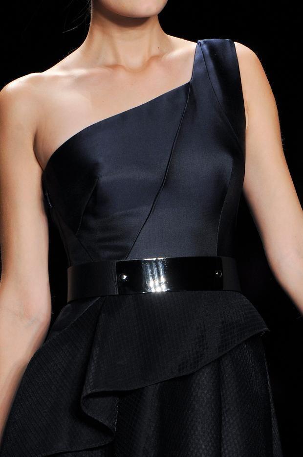 Monique Lhuillier - lengthy black dress   Robe de soirée