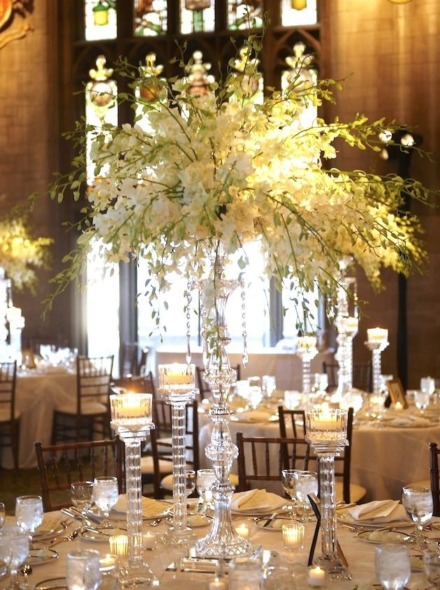 The Dramatic Look of All-White Centerpieces