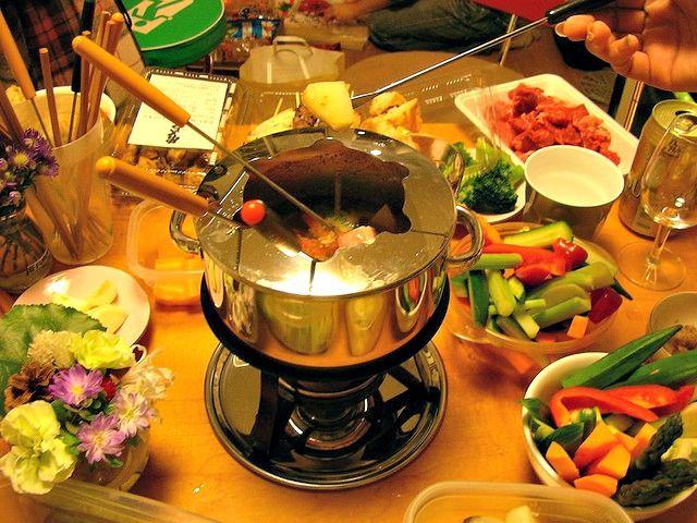 Idée Repas Nouvel An Entre Amis Fondue Bourguignonne | Fondue recipes meat, Oil fondue, Fondue