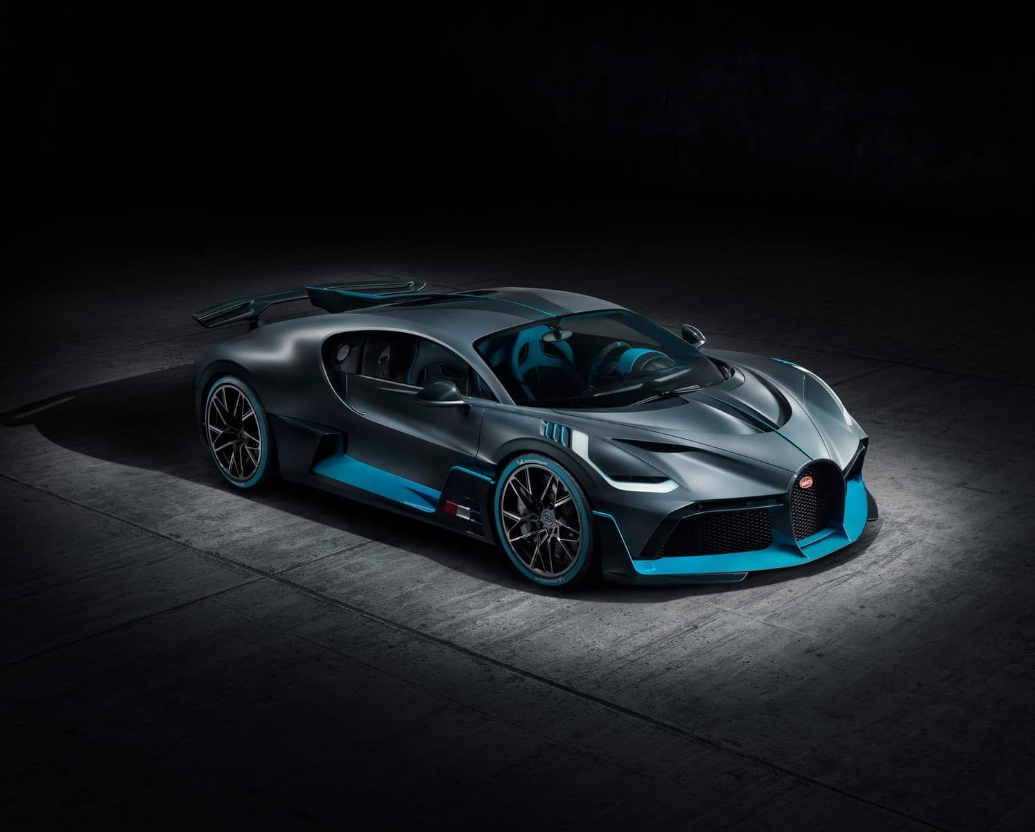 The 1 500 Hp Bugatti Divo Is The Best Looking Car We Ve Seen In Years Super Cars Bugatti Cars Good Looking Cars