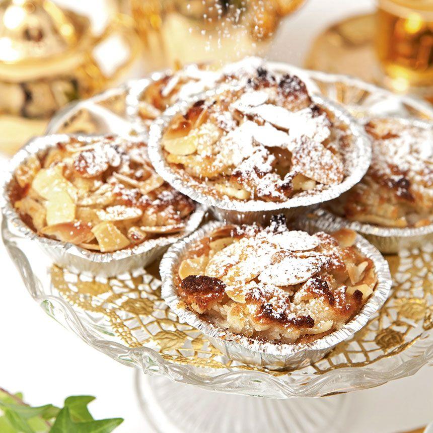 Små äppelgrottor med mandelmassa och kanel.