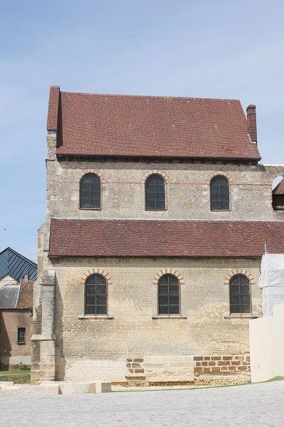 Notre-Dame de la BASSE-OEUVRE (Beauvais) 2) 11°s: reconstruction des piliers séparant la nef des bas-côtés. l'édifice est couvert d'une charpente en bois. 1166: un 2° concile se réunit pour excommunier les moines rebelles de l'abbaye de Rebais dans la Brie. 13°s: construction de la cathédrale St-Pierre. La BASSE-OEUVRE est l'ancienne cathédrale carolingienne de Beauvais. Elle n'existe encore que parce que la cathédrale St-Pierre n'a pas été terminée. Il ne subsiste que la nef et les…