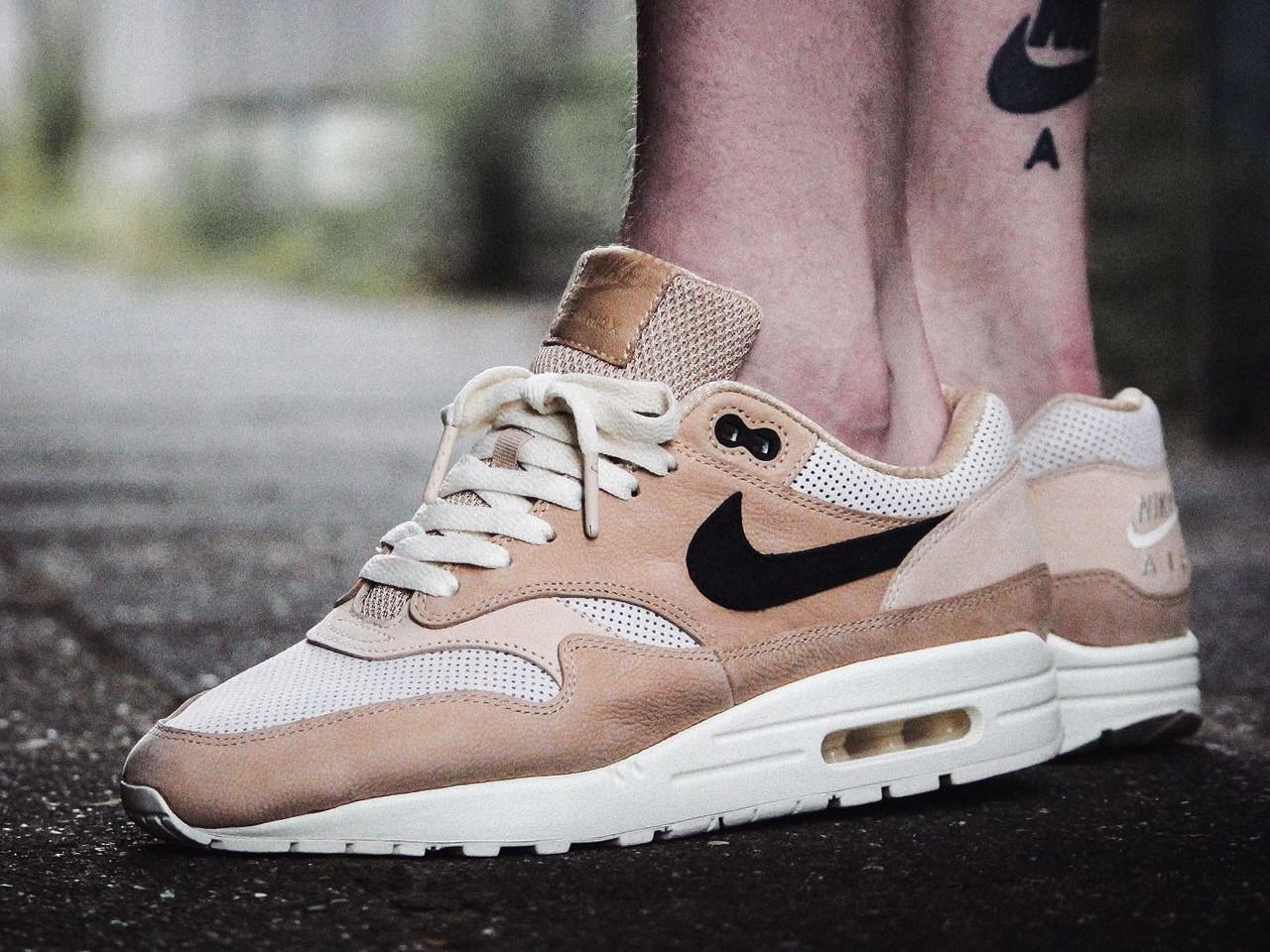 Pasto Ambicioso pozo  Nike wmns Air Max 1 Pinnacle - Mushroom/Black/Light Bone - 2017 (by  maikelboeve) Buy it: Overkill / End Clothing / Sneakersnst… | Nike air shoes,  Nike, Nike air max