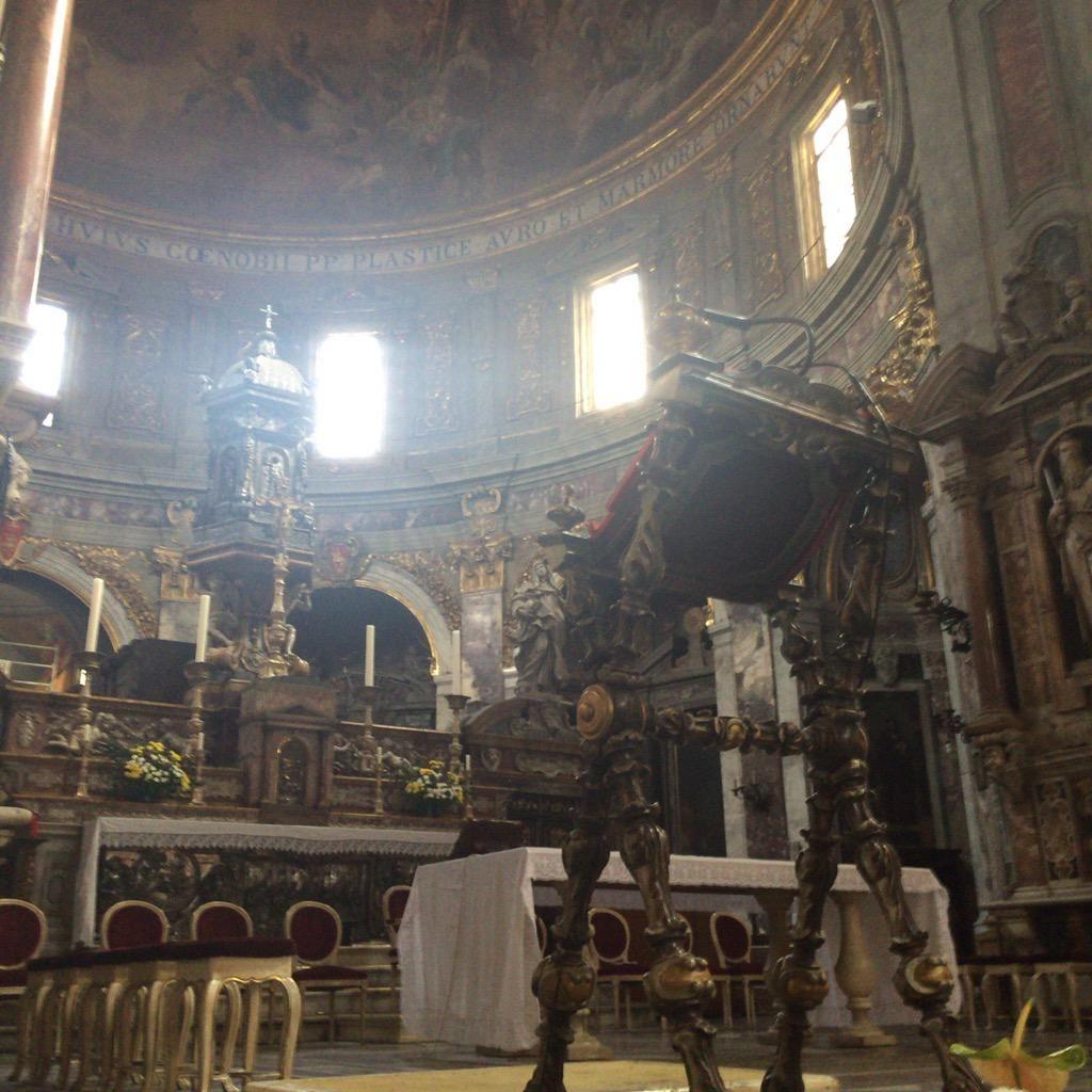 """トーマ=サン on Twitter: """"サンティッシマ アンヌンツィアータ教会が特に良かった。改装中だったけど http://t.co/TxTTy8AFkr"""""""