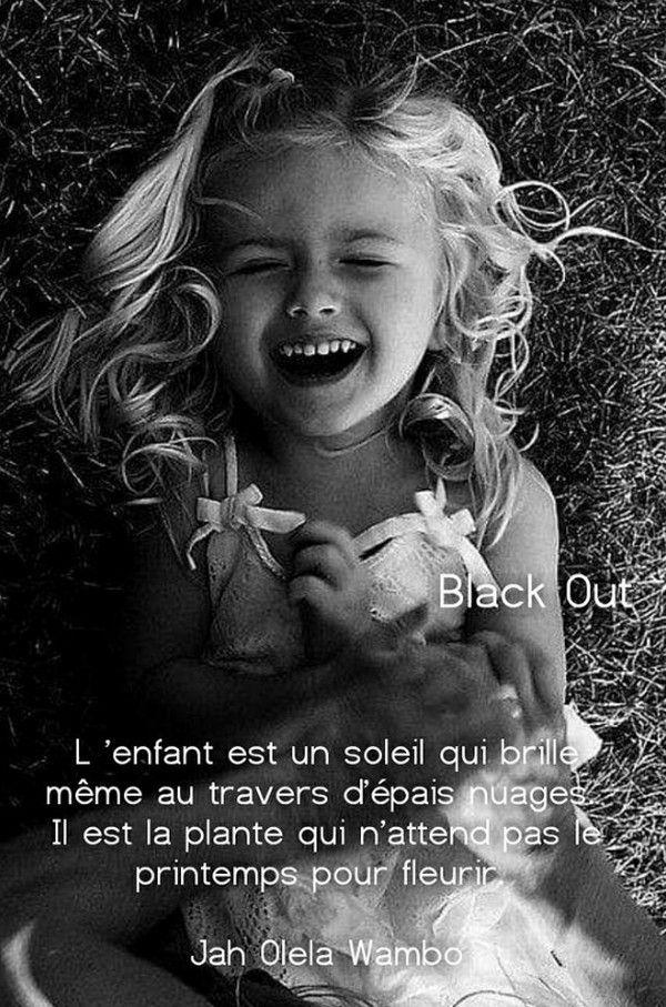 Pour Le Sourire D Un Enfant : sourire, enfant, Épinglé, Shefali, Mots...Poésies...Auteurs..., Photos, D'enfants,, Photographie, Blanc,, Portrait, Enfant