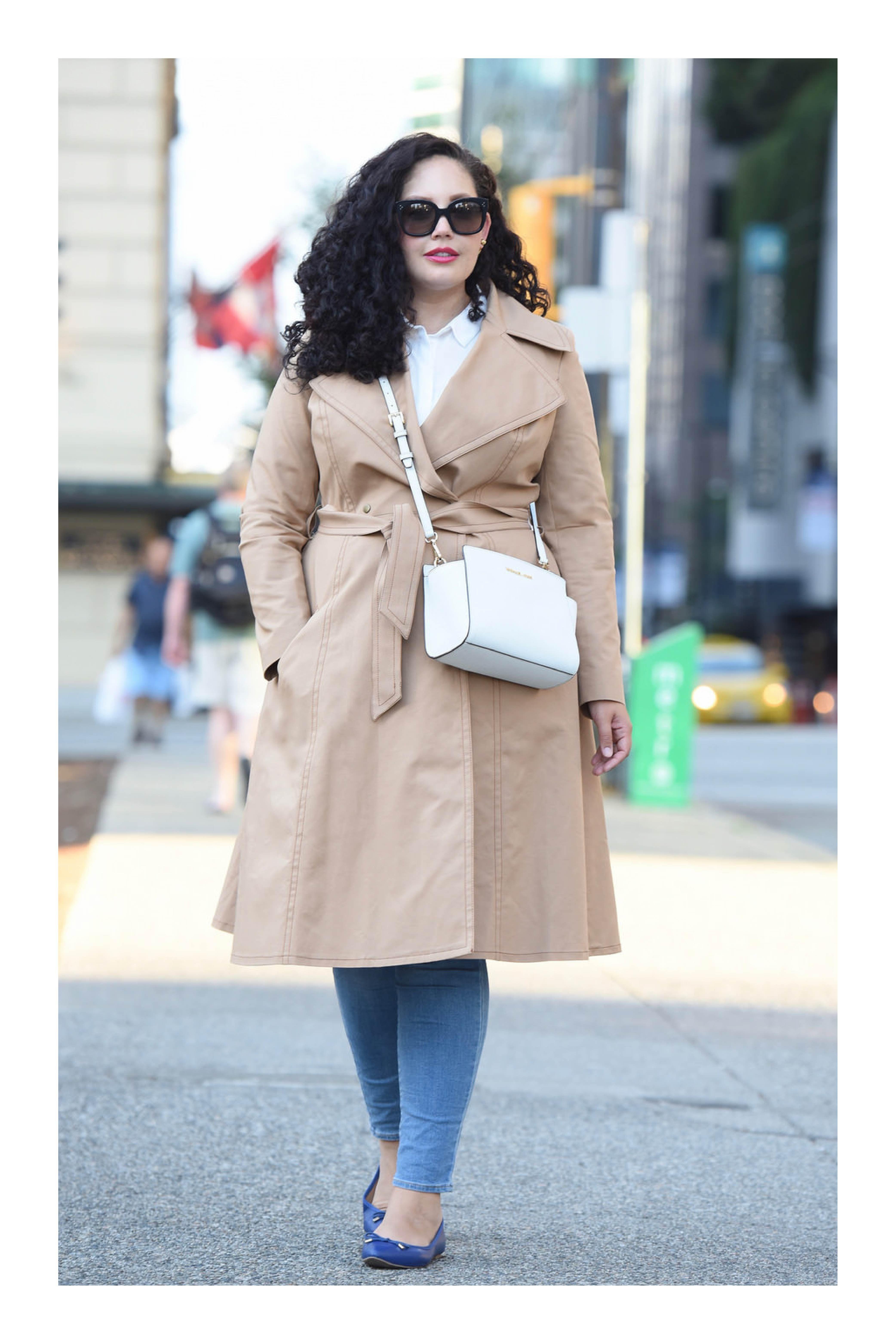 Tipos de calzado que necesitas en tu armario para combinar cualquier outfit   TiZKKAmoda  abrigo  beige  jeans  denim  flats  azul  lentes  bolsa  blanca f1eca4821a9c