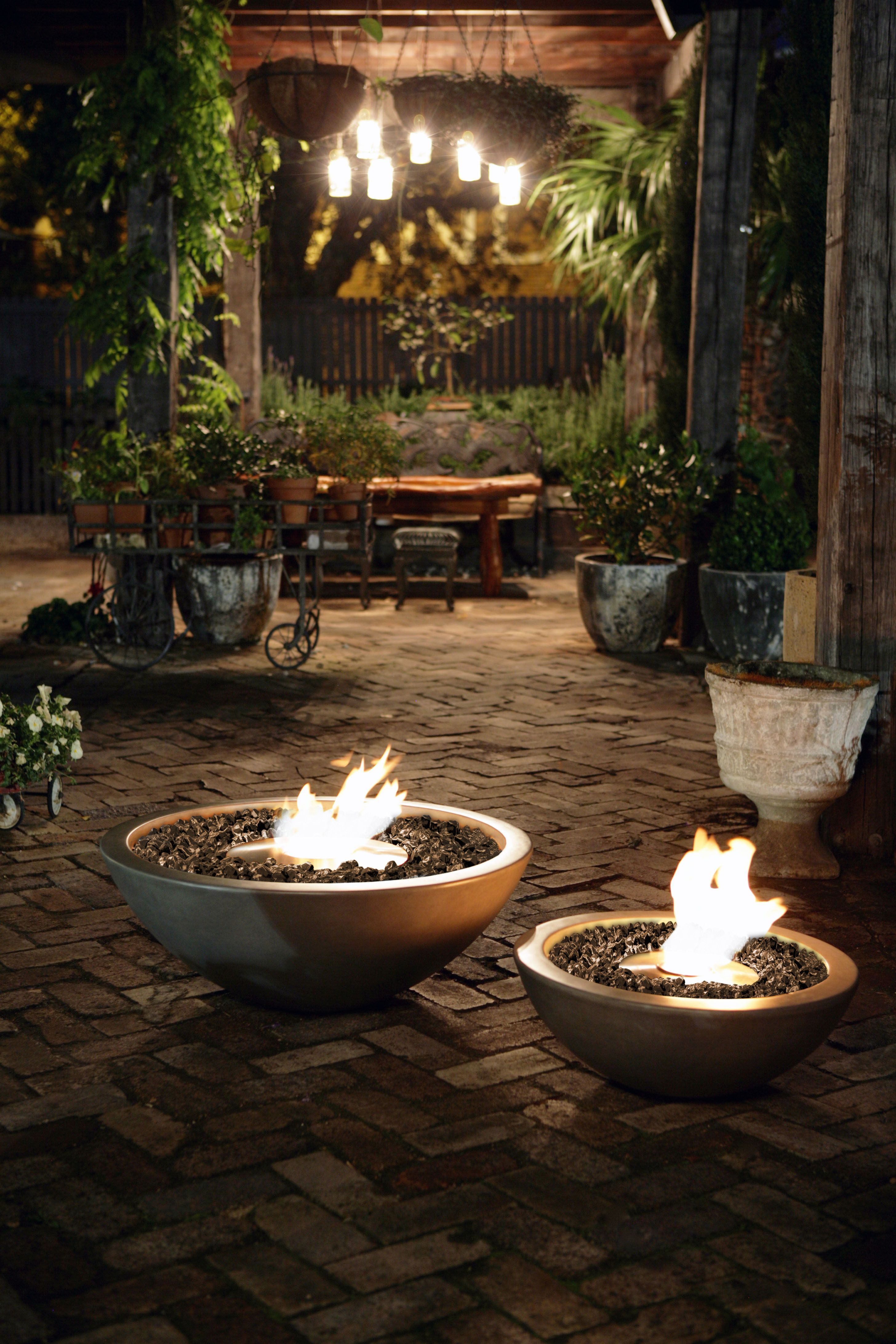 Crafted In The Outdoor Fire Pit Style But With Many Unique Differences The All Weather Mix 600 Little Sist Backyard Fire Fire Pit Backyard Garden Fire Pit