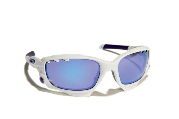 Oakley Racing Jacket http://www.bicycling.com/bikes-gear/recommended/8-great-pairs-of-sunglasses-for-cyclists/slide/1
