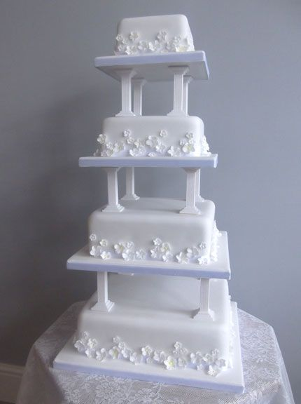 wedding cakes with pillars pillar wedding cakes traditional wedding cake pillars 26077