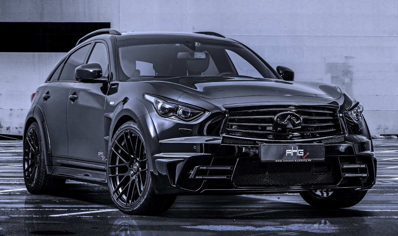 AHGSports' Menacing Infiniti QX70 LR3Wide Body