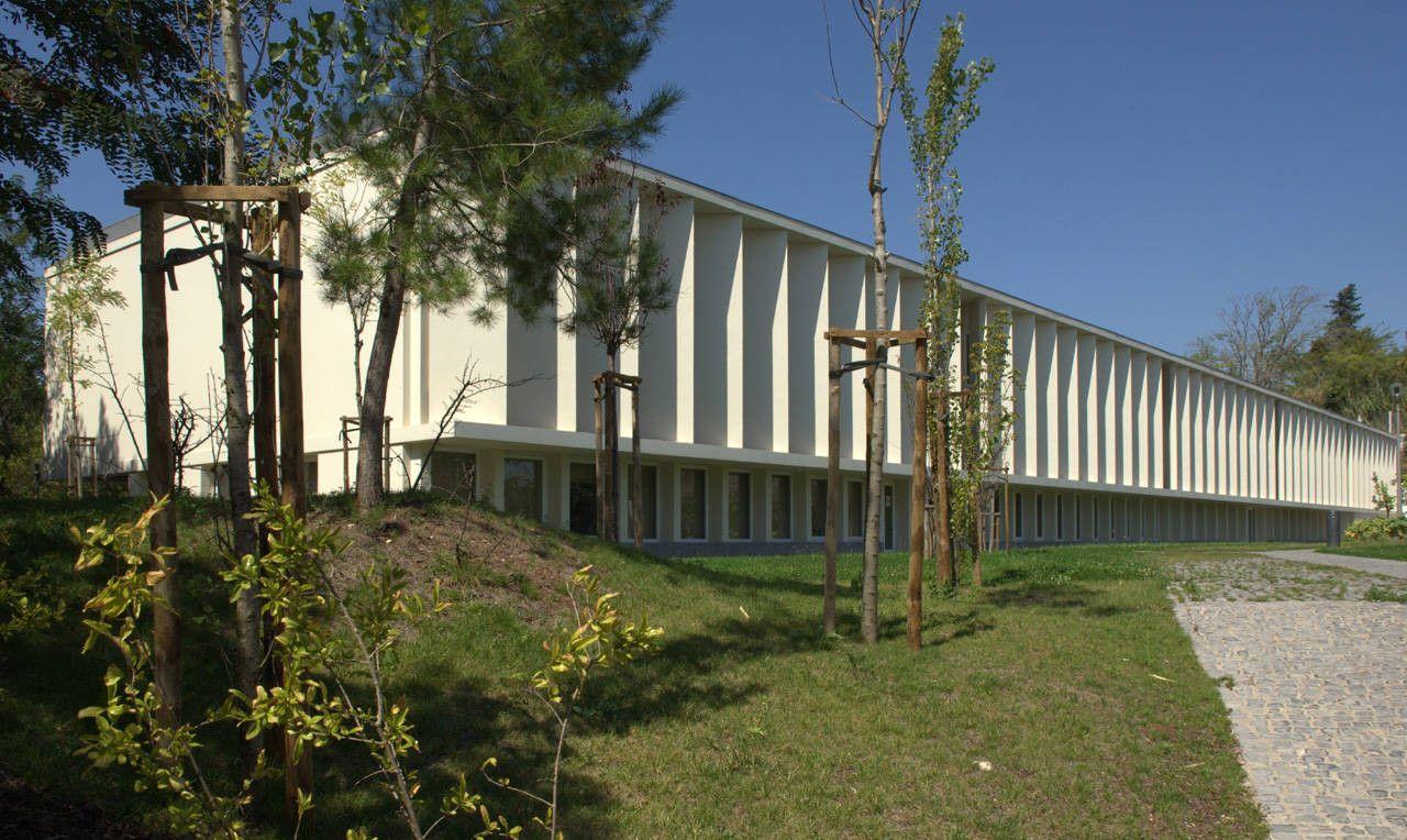 Gallery of Francisco De Arruda School / José Neves - 11
