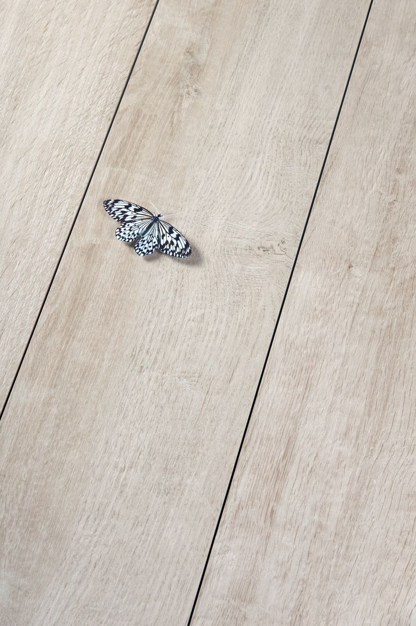 pin it fliesen in holzoptik bodenfliesen holzoptik haus bodenbelag und garten fliesen. Black Bedroom Furniture Sets. Home Design Ideas