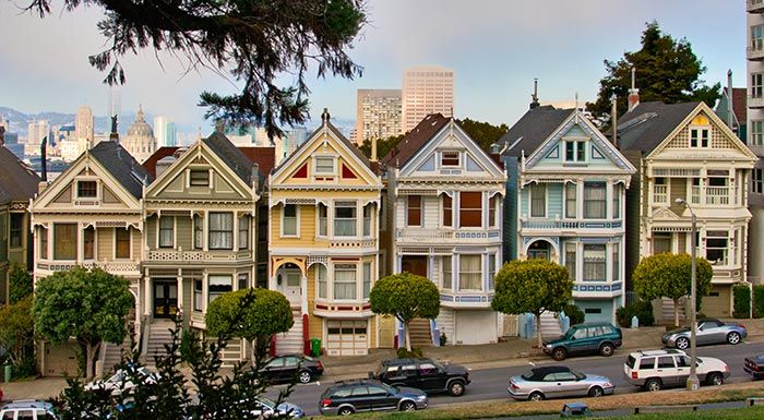 A row of painted ladies as colorful victorian houses in for Houses in san francisco