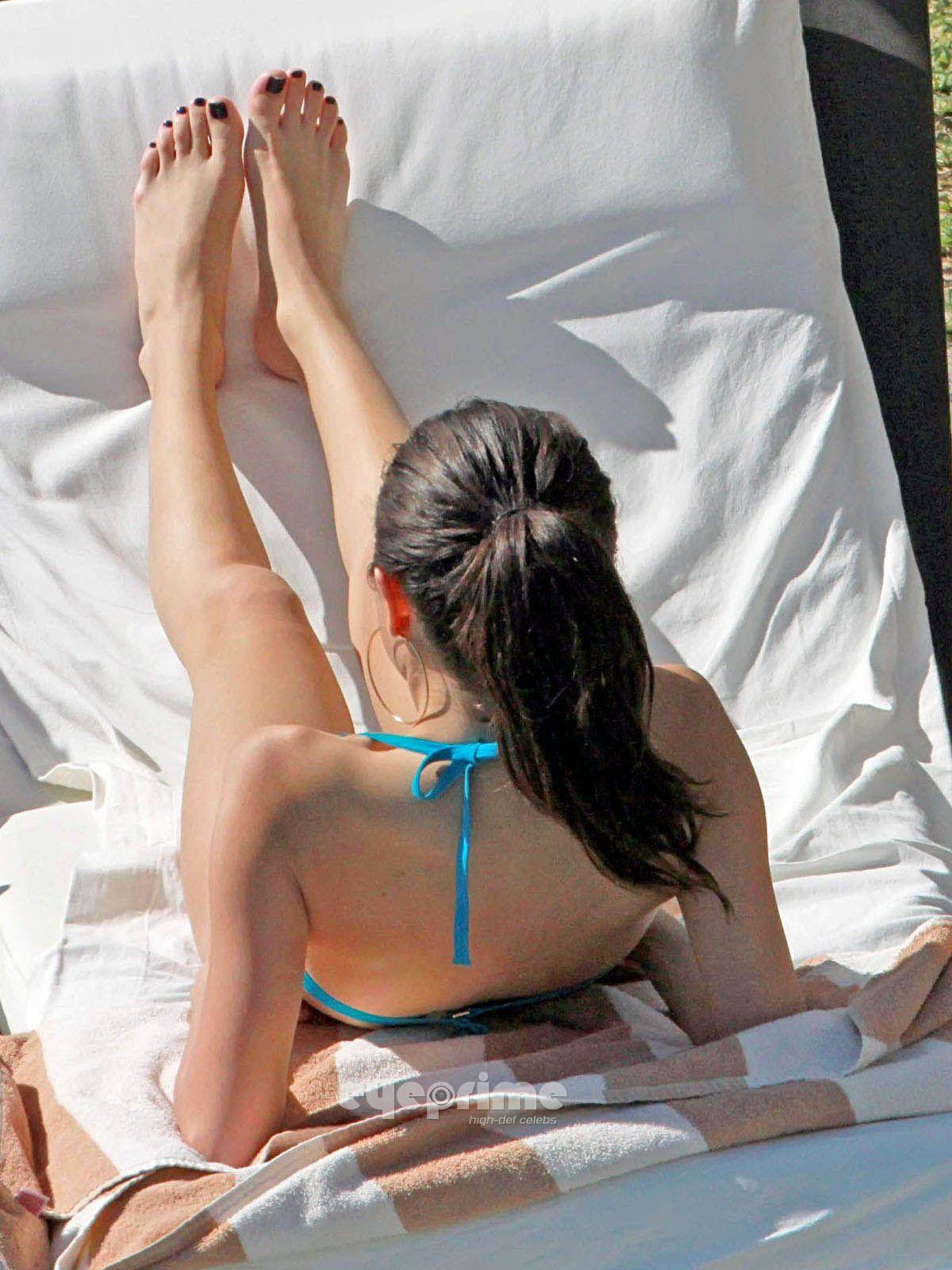 Selena gomez footjob