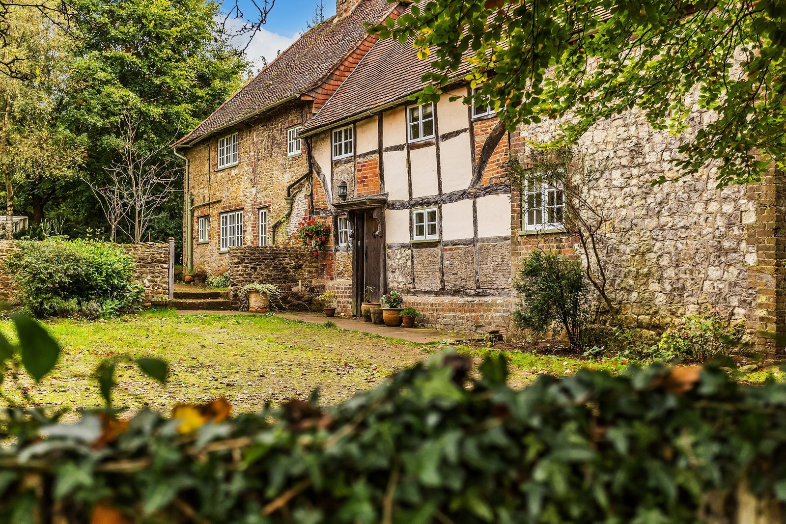 Beautiful 17th Century Surrey Cottage For Sale Is The Epitome Of English Country Charm English Cottage Exterior English Cottage Interiors Cottage Exterior