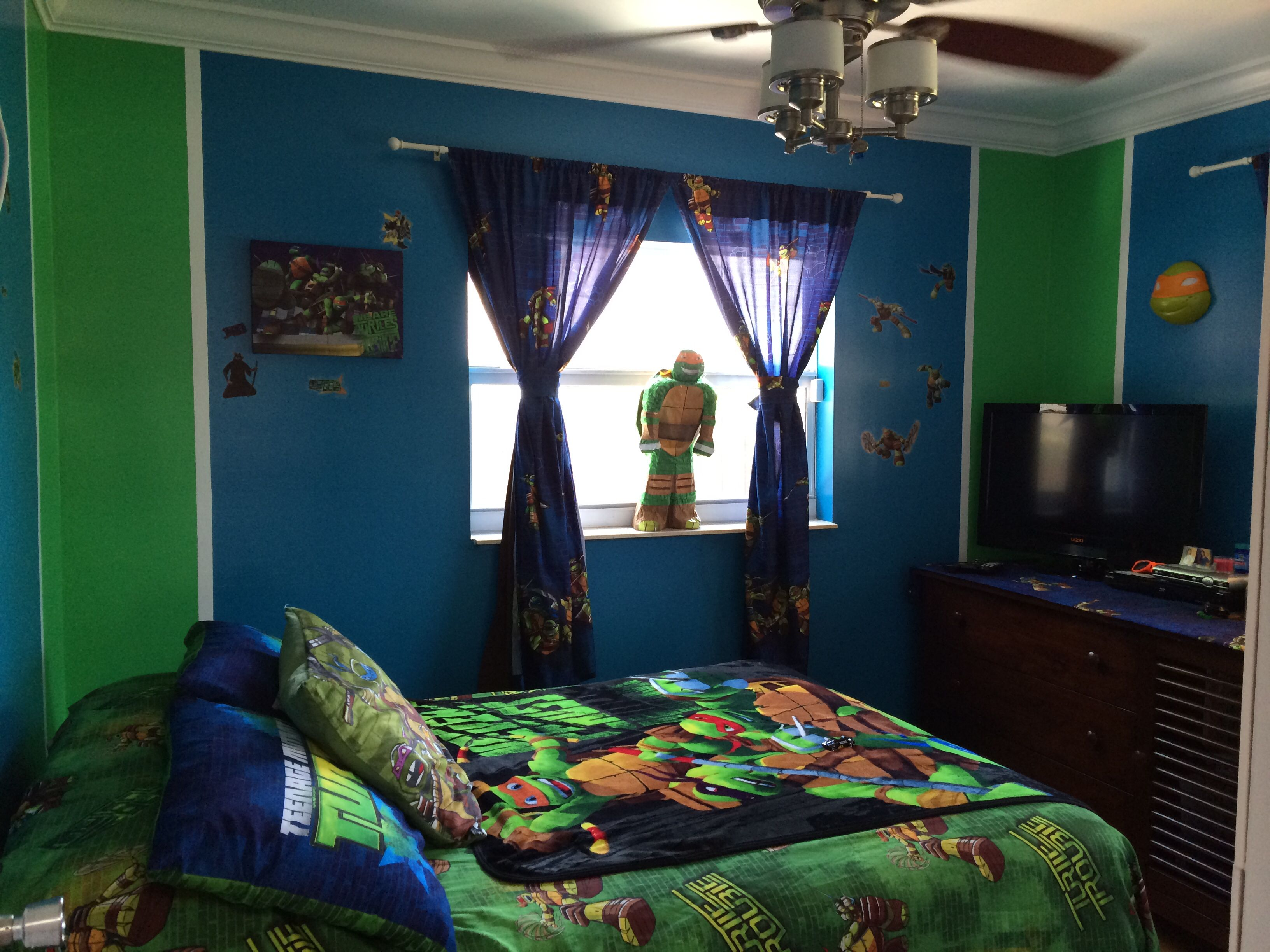Tmnt room blue and green bedrooms bathrooms for Room decorations