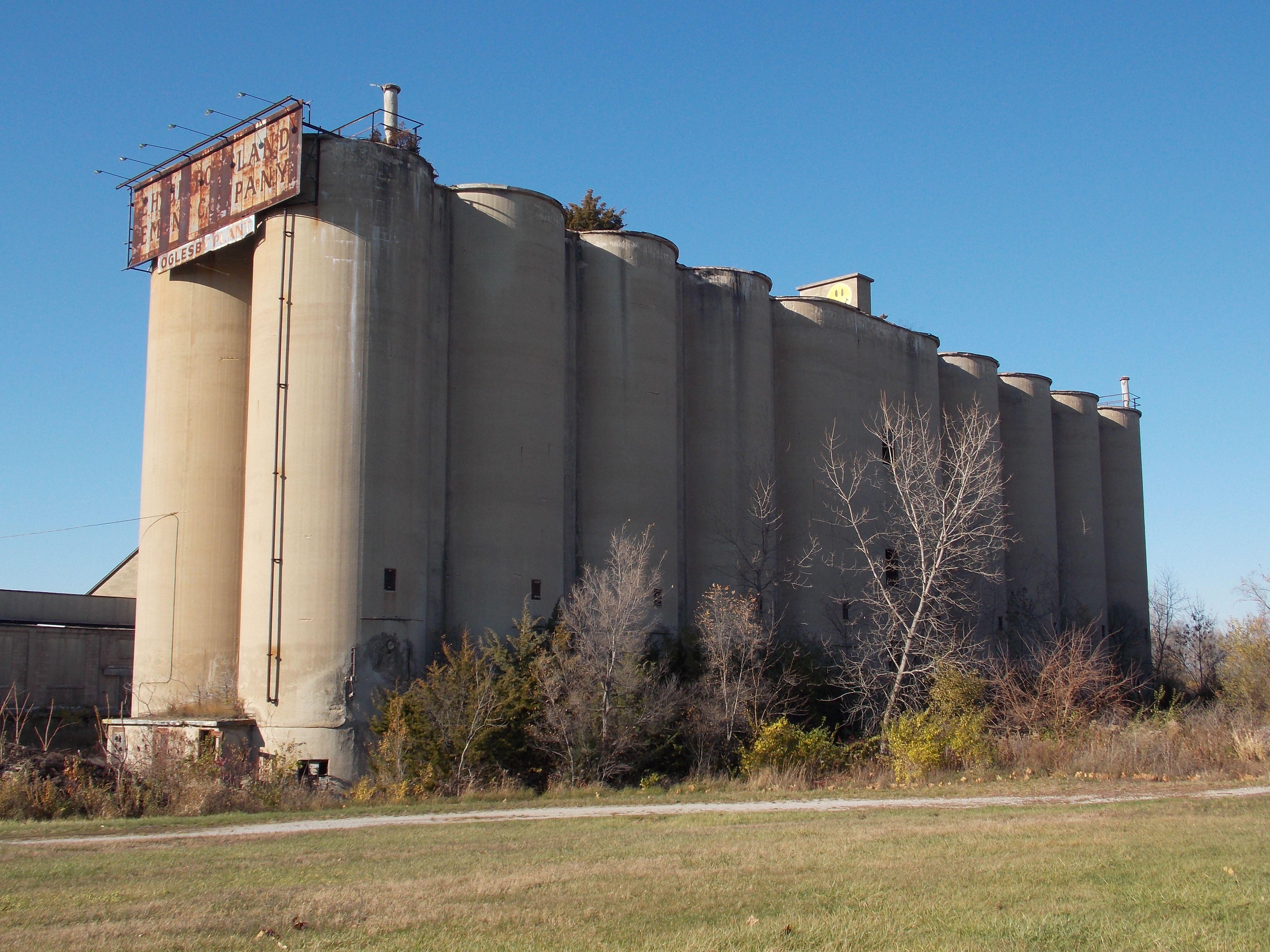 Portland Cement Architecture : Shuttered portland cement plant near oglesby illinois