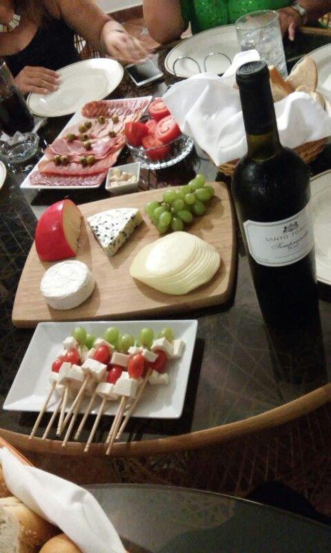 queso, carnes frías y vino #hechoencasa