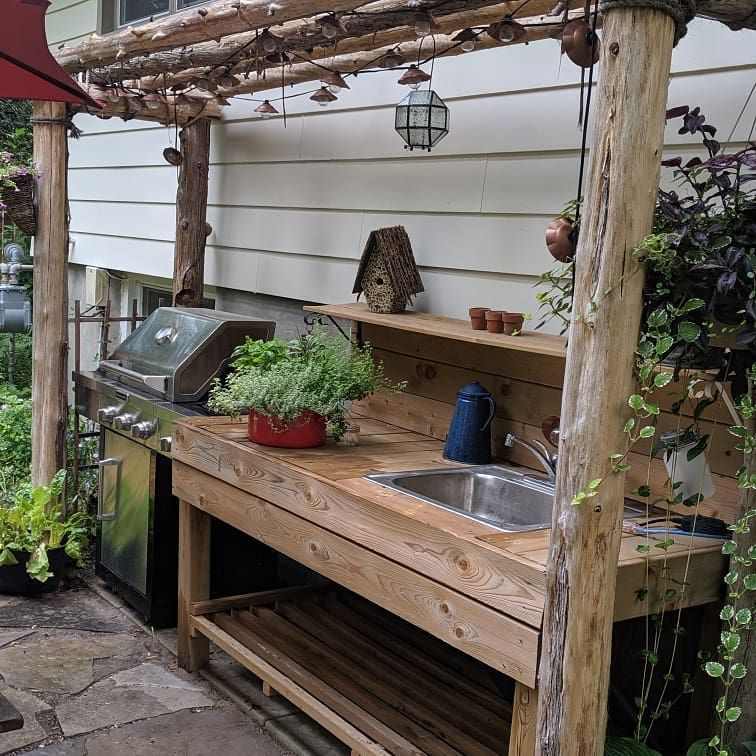 Simple Outdoor Kitchen Set Up Is Super Functional And Adds Great Value To Any Space Kitchen Outdoor Backyard With Images Simple Outdoor Kitchen Kitchen Set Up Outdoor