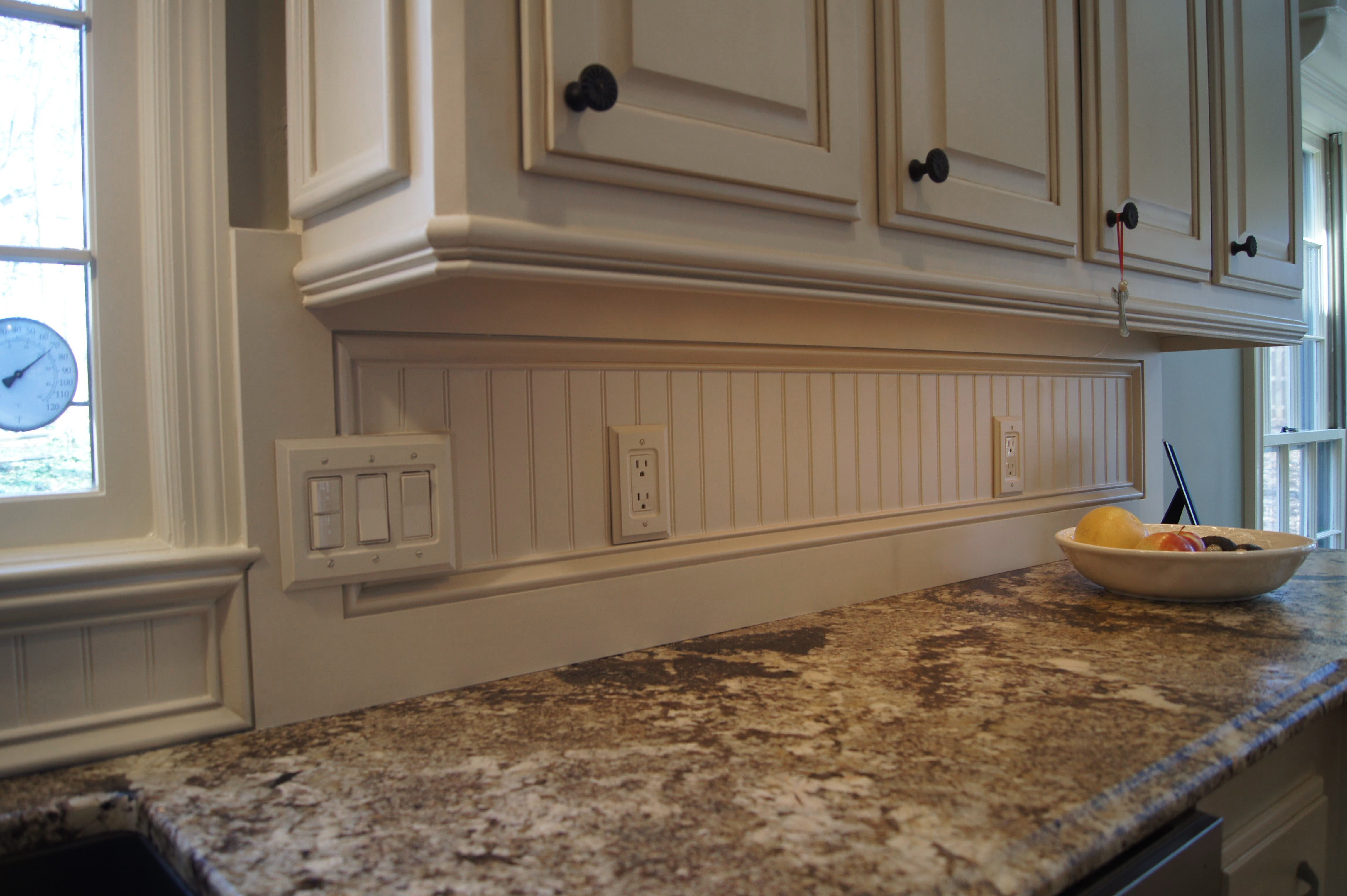 White Beadboard Kitchen Cabinets Check Out The Beadboard Backsplash Also Light Rail