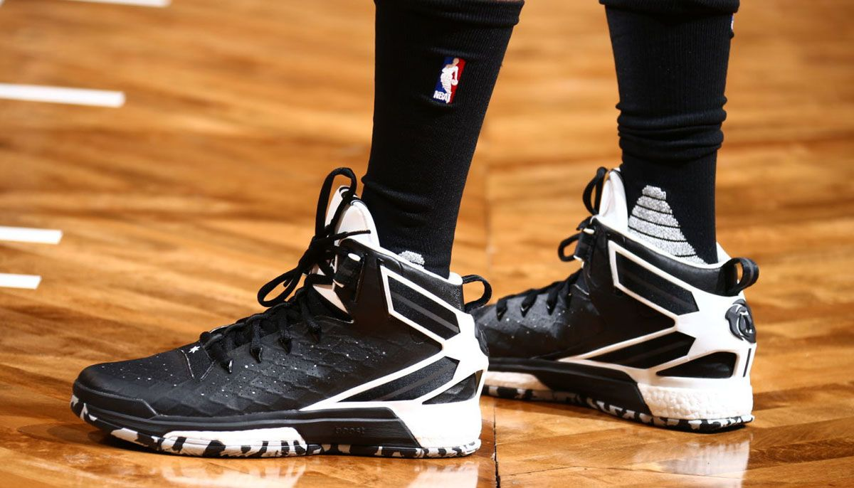 b44dcffa4290 SoleWatch  Derrick Rose Wears a Brooklyn-Appropriate adidas D Rose 6 ...