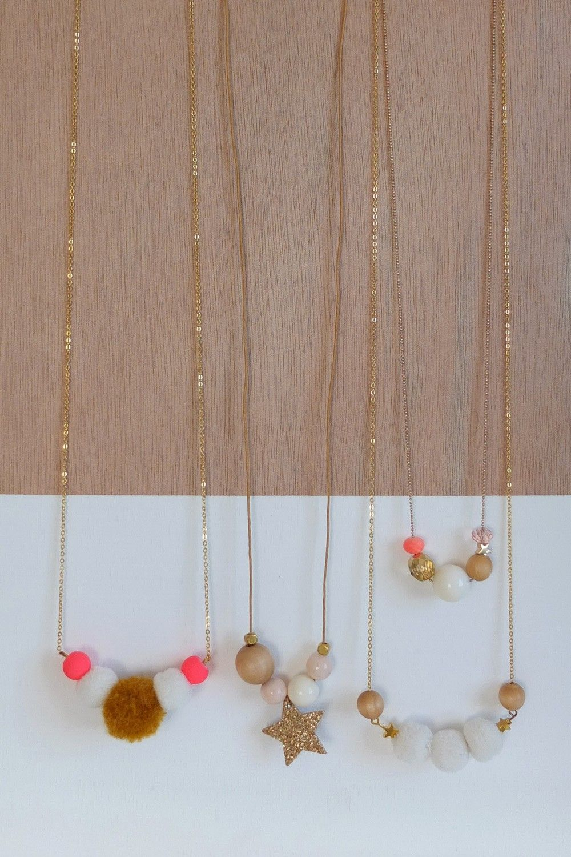 collier sim multico collier des petits hauts jewels pinterest. Black Bedroom Furniture Sets. Home Design Ideas