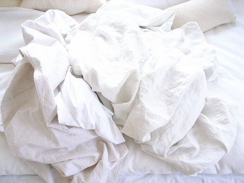 Tumblr With Images Neutral Bed Linen Messy Bed White Sheets